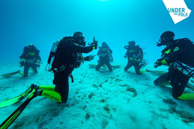UNDER_THE_POLE_FORMATION_SOUS_MARINE-compressor
